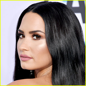 Demi Lovato to Star in NBC Comedy Series 'Hungry'