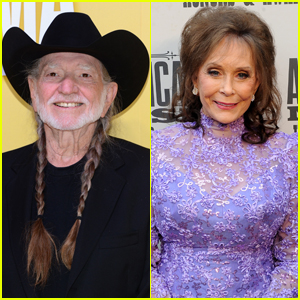 Music Legends Willie Nelson and Loretta Lynn Receive Coronavirus Vaccines