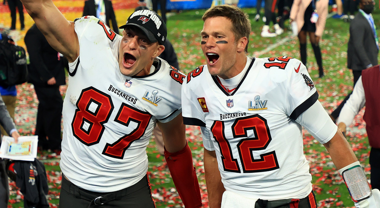 New England Patriots React to Former Players Tom Brady & Rob ...