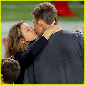 Tom Brady Kisses Wife Gisele Bundchen on Super Bowl Field, Kids Join Them for Celebration