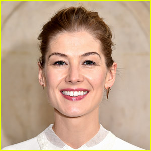 Rosamund Pike Movies That Are Streaming: Where to Watch 'Gone Girl' & More!