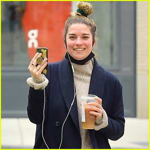 Annie Murphy is All Smiles While Taking a Video Call in NYC