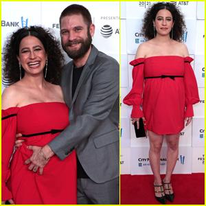 Ilana Glazer's Husband David Rooklin Cradles Her Baby Bump at 'False Positive' Premiere!