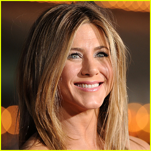 Jennifer Aniston Reveals If She's on Dating Apps & What She's Looking For in a Partner