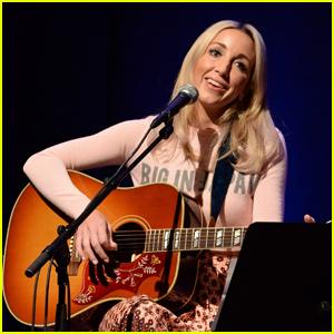 Country Singer Ashley Monroe Reveals Rare Blood Cancer Diagnosis