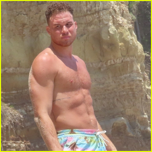 Blake Griffin Shows Off His Six Pack Abs Going Shirtless at the Beach!