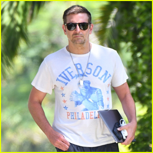Bradley Cooper Stops by Friend's House for Afternoon Meeting