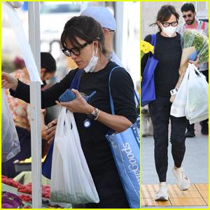 Jennifer Garner Goes Flower Shopping at the Farmer's Market