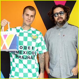 Justin Bieber Picks Up A Bag To Go During A Visit To Wonderbrett