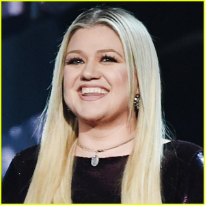 Kelly Clarkson Shares Rare Photo of Her Kids During Trip to Disney World!