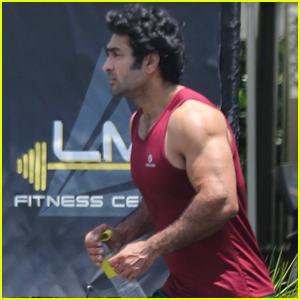Kumail Nanjiani Puts Massive Muscles on Full Display During Workout!