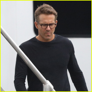 Ryan Reynolds Arrives on Set to Film New Movie 'Spirited' in Boston