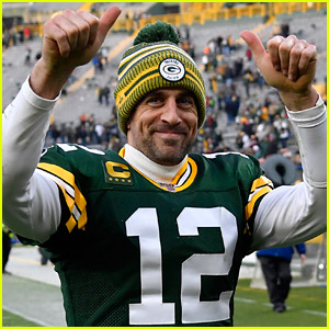 Packers Beat Writer Jokingly Calls Out Aaron Rodgers' Bullying, Aaron Responds & Doubles Down!