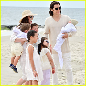 Anne Hathaway & Jared Leto Head To The Beach To Film 'WeCrashed' Scenes With Kids