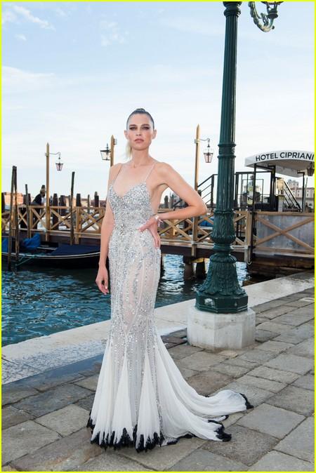 Sara Foster at the Dolce and Gabbana Alta Moda Show