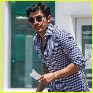 Henry Golding Enjoys Day Out in Venice After 'Snakes Eyes' Release