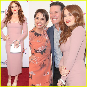 Isla Fisher Steps Out for Premiere of 'Here Out West' at Cinefest OZ Film Festival