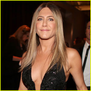 Jennifer Aniston Puts This Candle All Around Her Home & Movie Trailers!