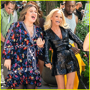 Kelly Clarkson & Kristin Chenoweth Team Up to Film a Music Video in New York!