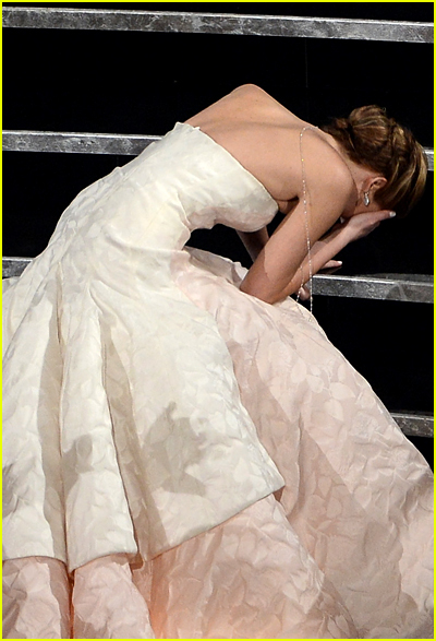 Jennifer Lawrence falls on stairs at Oscars 2013