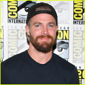 Stephen Amell Hilariously Reads Thirst Tweets - Watch!