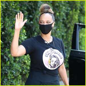 Tyra Banks Promotes Her SMiZE Cream at the Annual Day of Indulgence!