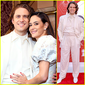Nominee Aaron Tveit Attends Tony Awards with Girlfriend Ericka Hunter!