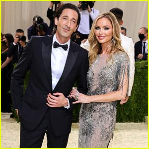Adrien Brody & Georgina Chapman Cozy Up On Met Gala 2021's Red Carpet