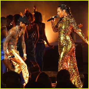 Alicia Keys Performs 'Lala' With Swae Lee in a Glittering Gold Dress at MTV VMAs 2021
