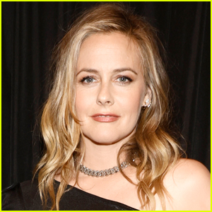 Alicia Silverstone Reveals She Recently Joined the Dating App Bumble