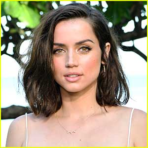 Ana de Armas Photographed with Rumored Boyfriend for First Time!