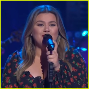 Kelly Clarkson Covers Janet Jackson's 'Escapade' on 'The Kelly Clarkson Show' - Watch!