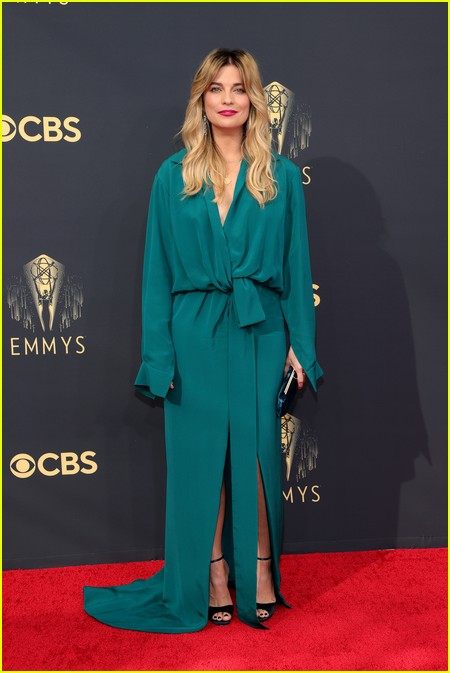 Annie Murphy  at the Emmy Awards 2021