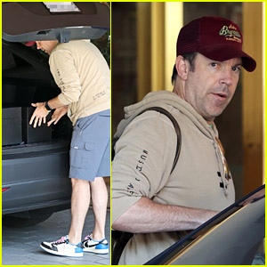Jason Sudeikis Safely Packs His Emmys In His Car After Hotel Check Out