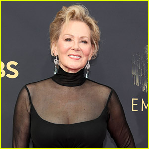 Jean Smart Wins Lead Comedy Actress at Emmys; Pays Tribute To Late Husband in Speech