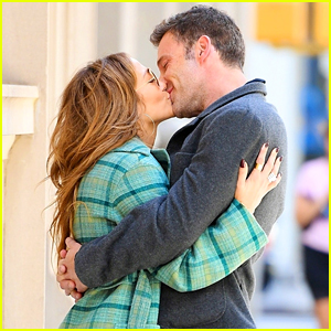 Jennifer Lopez & Ben Affleck Spotted Making Out on the NYC Sidewalk - See Photos!