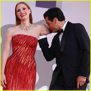 Jessica Chastain Thinks Her Viral Moment With Oscar Isaac Is Actually Really Funny