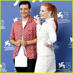Oscar Isaac Adorably Held Jessica Chastain's Purse During Their Venice Photo Call!