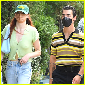 Sophie Turner Steps Out With Husband Joe Jonas For A Walk in NYC