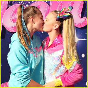 JoJo Siwa Kisses Girlfriend Kylie Prew at 'The J Team' Premiere!
