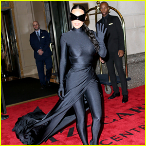 Kim Kardashian Finally Reveals Her Face, Channels Batwoman at Met Gala 2021 After Party (Photos)