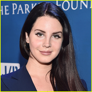 Lana Del Rey Quits Social Media, Explains Why in One Last Post