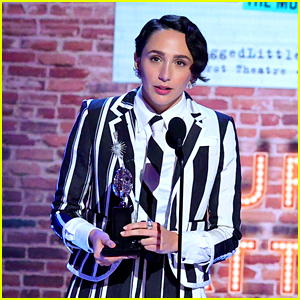 Jagged Little Pill's Lauren Patten Thanks Non-Binary & Trans Colleagues While Accepting Tony Award