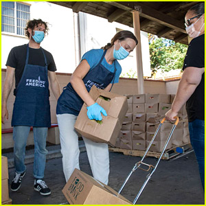 Leighton Meester & Adam Brody Volunteer For Feeding America In Honor of Hunger Action Month