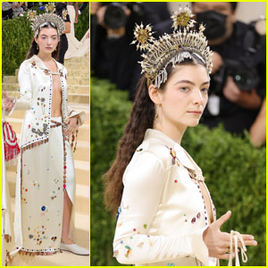 Lorde Steps Out in a Jeweled Crown For the Met Gala 2021