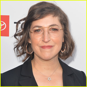 Mayim Bialik Wants to Be the Permanent Host of 'Jeopardy'