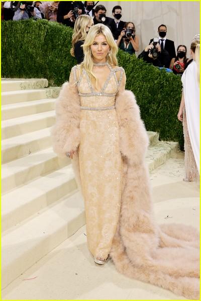 Sienna Miller on the Met Gala 2021 Red Carpet
