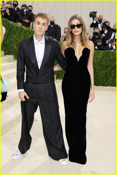 Justin Bieber and Hailey Bieber on the Met Gala 2021 Red Carpet