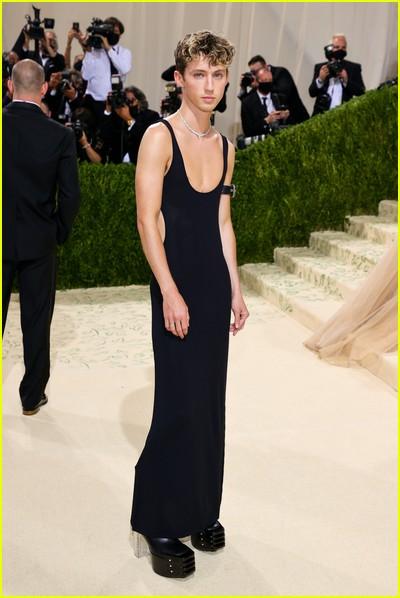 Troye Sivan on the Met Gala 2021 Red Carpet