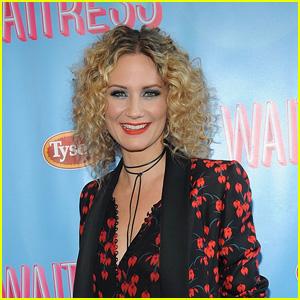 Jennifer Nettles Is Joining 'Waitress' on Broadway
